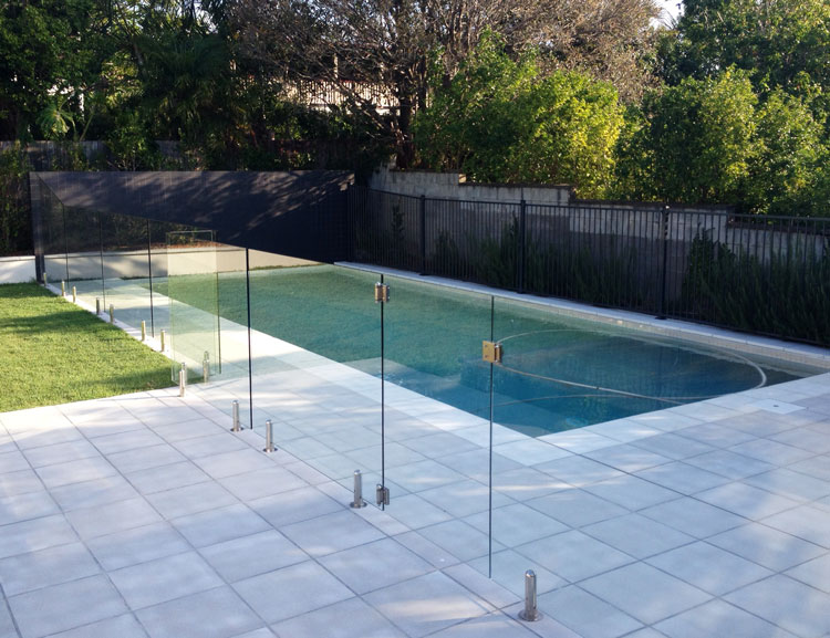 Hi liner pool aluminium fencing glass balustrade for Glass pool fences